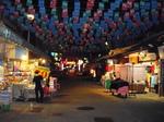 閑散とした夜の四平街市場
